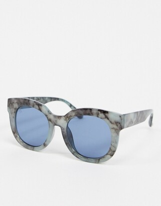 Jeepers Peepers round sunglasses in blue marble print