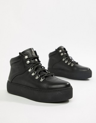 Vagabond Jessie black leather hiker boots with warm lining
