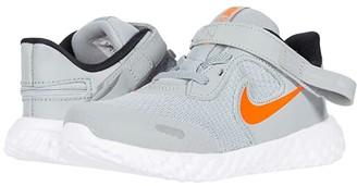 Nike Kids Flyease Revolution 5 (Infant/Toddler) (Light Smoke Gray/Total Orange) Kid's Shoes