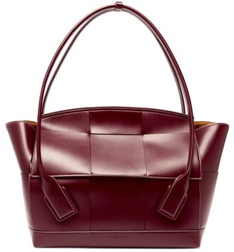 Bottega Veneta The Arco Large Intrecciato Leather Bag - Burgundy