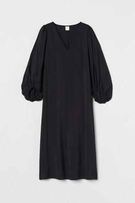 H&M Balloon-sleeved dress