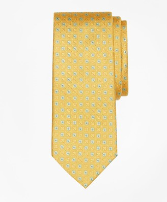 Brooks Brothers Framed Alternating Flower Tie
