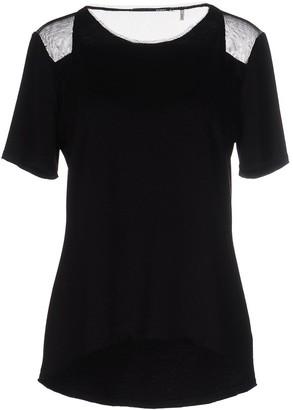 Elie Tahari T-shirts