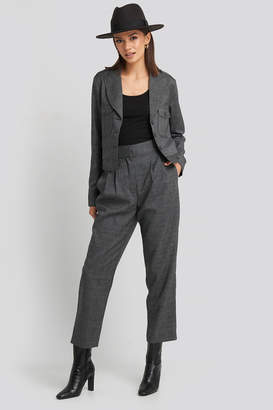 NA-KD Loose Fit Plaid Cropped Pants Grey