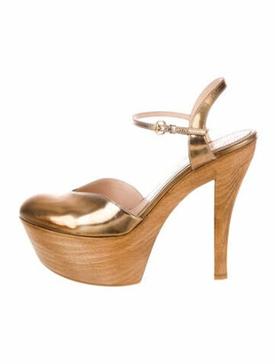 Gucci Leather Pumps Gold