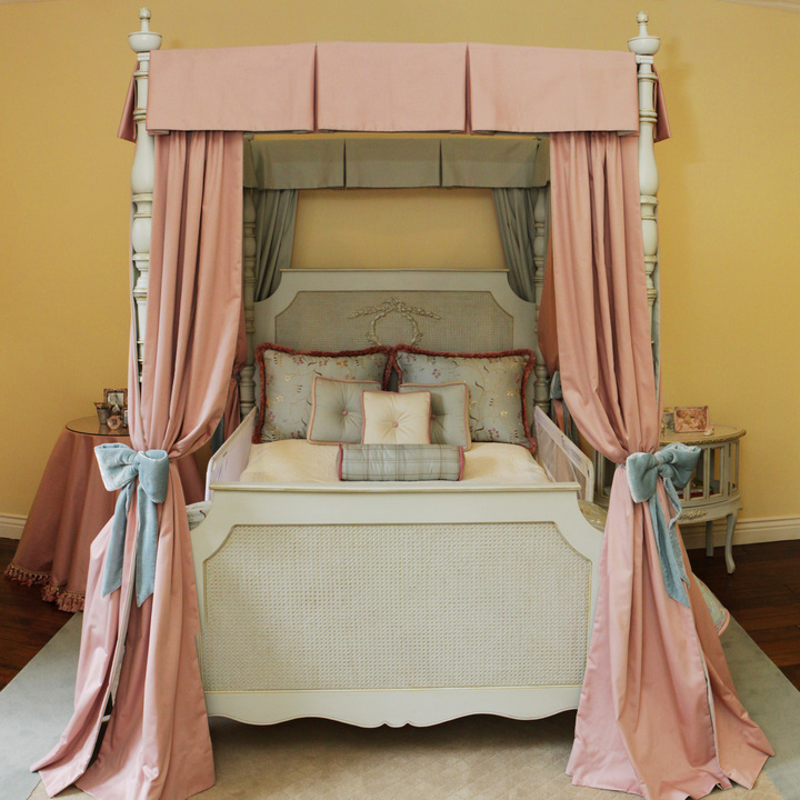 Petit Ange Four Poster Bed Full