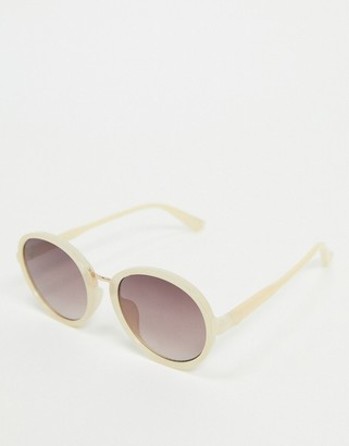 Jeepers Peepers oversized round sunglasses in cream with purple lens