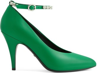 Gucci Leather pump with crystals