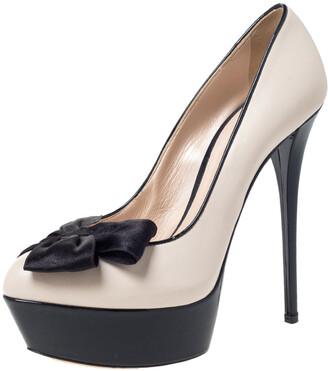 Casadei Black/Cream Patent And Leather Bow Platform Pumps Size 38