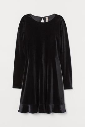 H&M Velour Dress with Flounce - Black