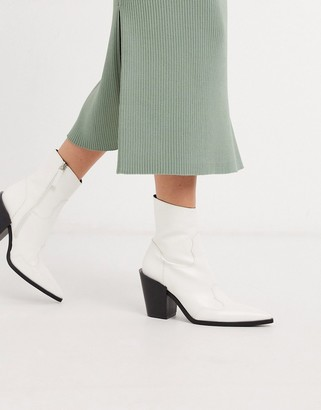 Truffle Collection pointed western boots in white