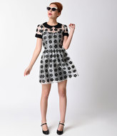 Moon Collection 1960s Mod Style Black & White Daisy Sleeved Flare Dress