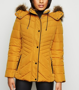 New Look Petite Faux Fur Fitted Puffer Jacket