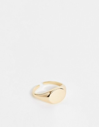 Pieces signet gold ring