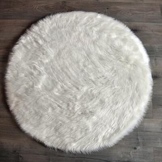 Mercer41 Mullikin Faux Fur White Area Rug