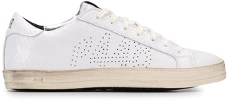 P448 John scale-effect low top trainers