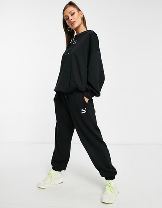 Puma classic relaxed jogger in black