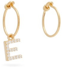 Theodora Warre - Mismatched E-charm Gold-plated Hoop Earrings - Womens - Gold