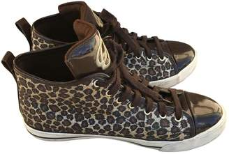 GUESS Gold Patent leather Trainers