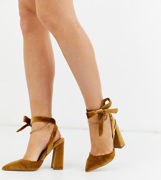 Asos Design DESIGN Wide Fit Wholesome pointed block heels with chain anklet in ochre velvet-Yellow