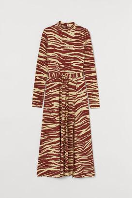 H&M Stand-up collar dress