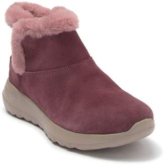 Skechers On The GO Faux Fur Lined Bundle Up Boot