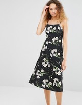 Daisy Street Midi Dress With Lace Up Back In Floral Print