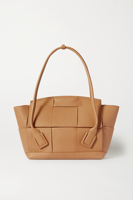 Bottega Veneta Arco Medium Intrecciato Textured-leather Tote - Light brown