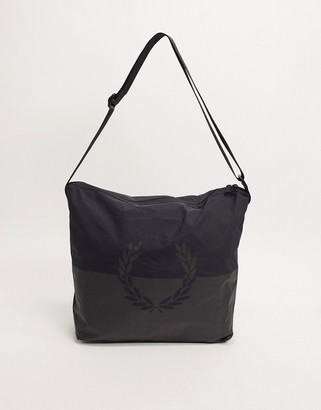 Fred Perry nylon messenger bag in black