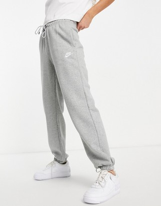Nike essentials loose fit sweatpant in gray