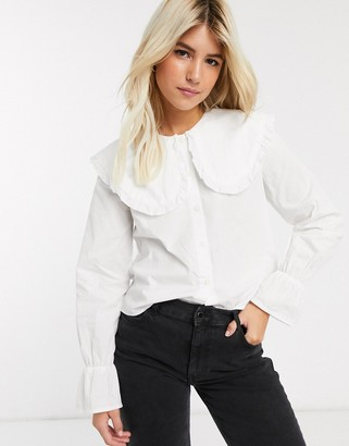 Pieces shirt with oversized collar and frill cuffs in white