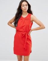 Lavand Tie Waist Sleeveless Dress In Red