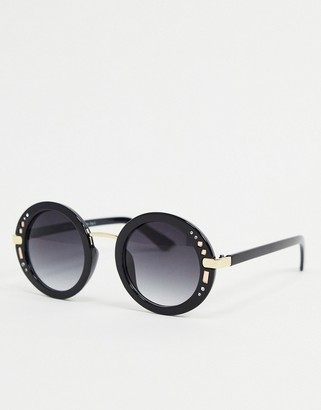 A. J. Morgan AJ Morgan round sunglasses in black with studs