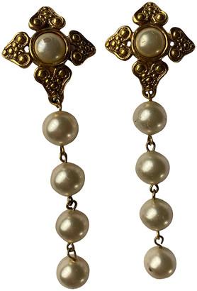 Chanel White Pearls Earrings