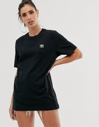 adidas Essential mini logo t-shirt in black