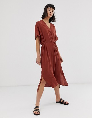 Weekday V-neck midi shirt dress with side slits in rust-Orange