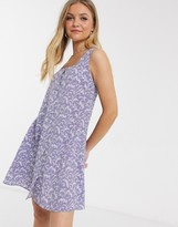 Qed London QED London square neck swing dress in lilac floral