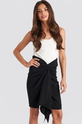 NA-KD Front Twist Skirt Black