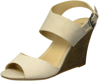 Chinese Laundry Women's Brinn Wedge Sandal