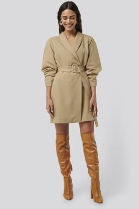 NA-KD Rounded Sleeve Blazer Dress