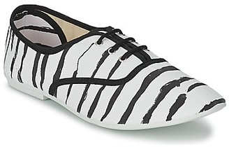 Chipie JO PRINT women's Shoes (Trainers) in White