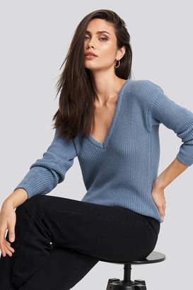 NA-KD Deep Front V-neck Knitted Sweater Beige