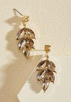 Editor in Leaf Earrings in Champagne