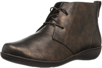 SoftStyle Soft Style by Hush Puppies Women's Jinger Ankle Bootie