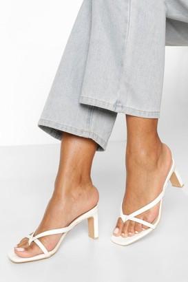 boohoo Toe Post Low Flat Heel Sandals