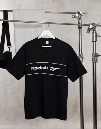 Reebok Classics linear logo t-shirt in black