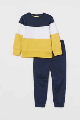 H&M Sweatshirt & pull-on trousers