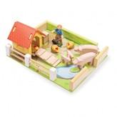 Le Toy Van Henhouse with farmer
