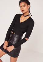 Missguided V Neck Elbow Slash Rib Crop Black