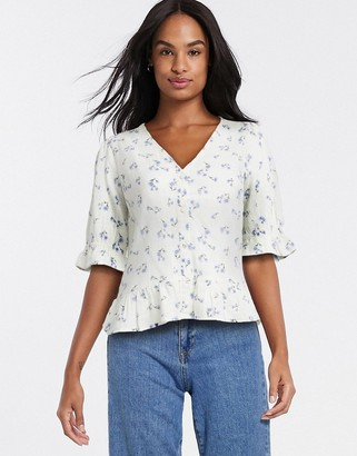 New Look floral peplum blouse in white pattern